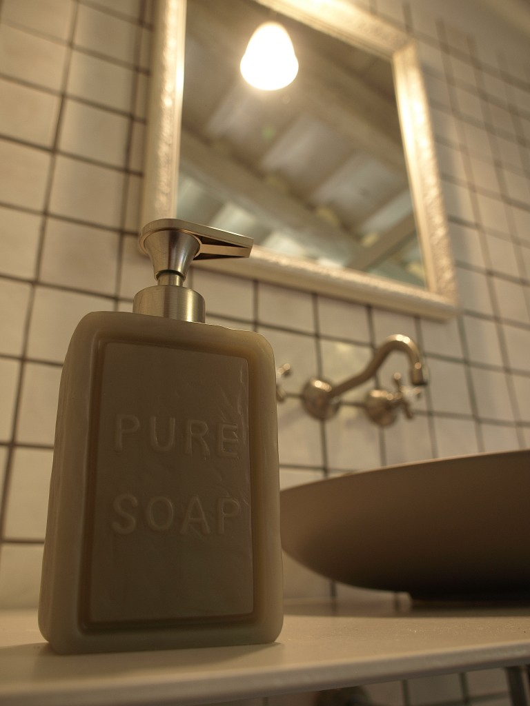 Detall sabó bany de dalt